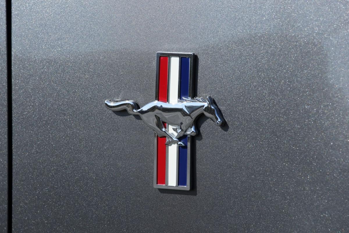 FORD / Mustang V6 Premium