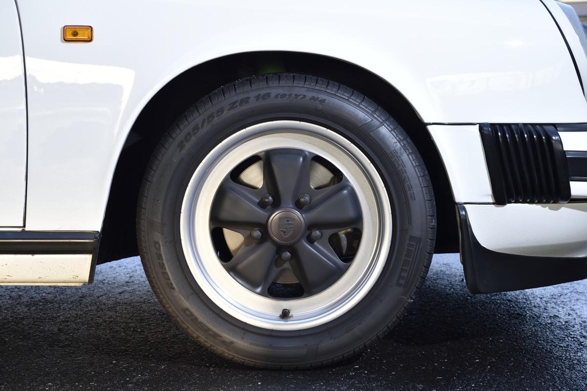 Porsche / 911 Carrera 3.2