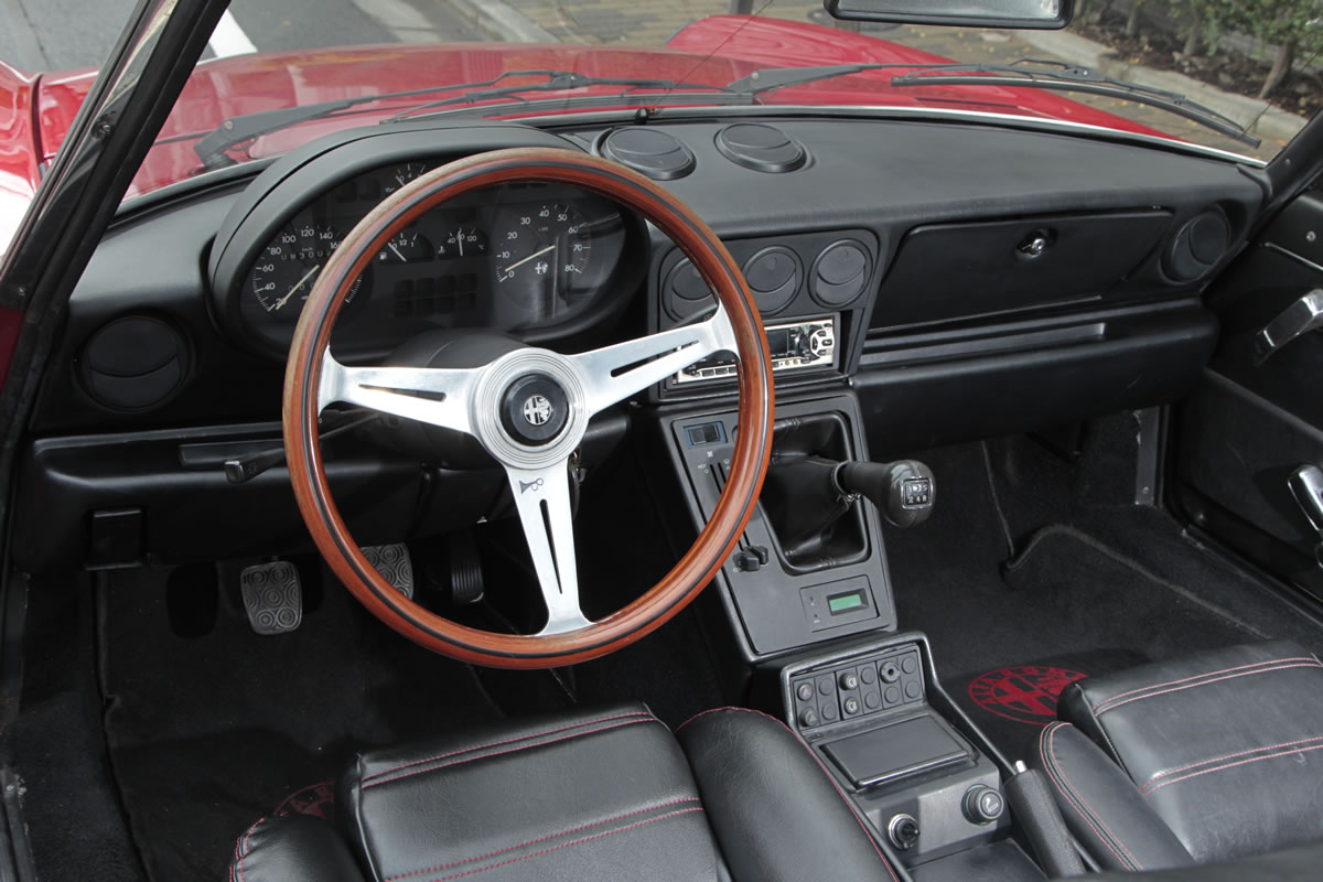 Alfa Romeo / Spider Veloce