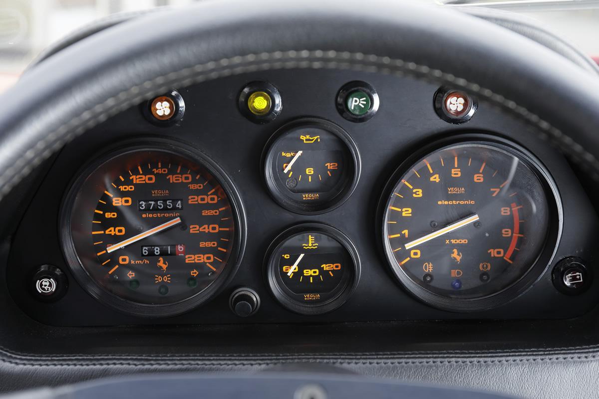 Ferrari / 328 GTB