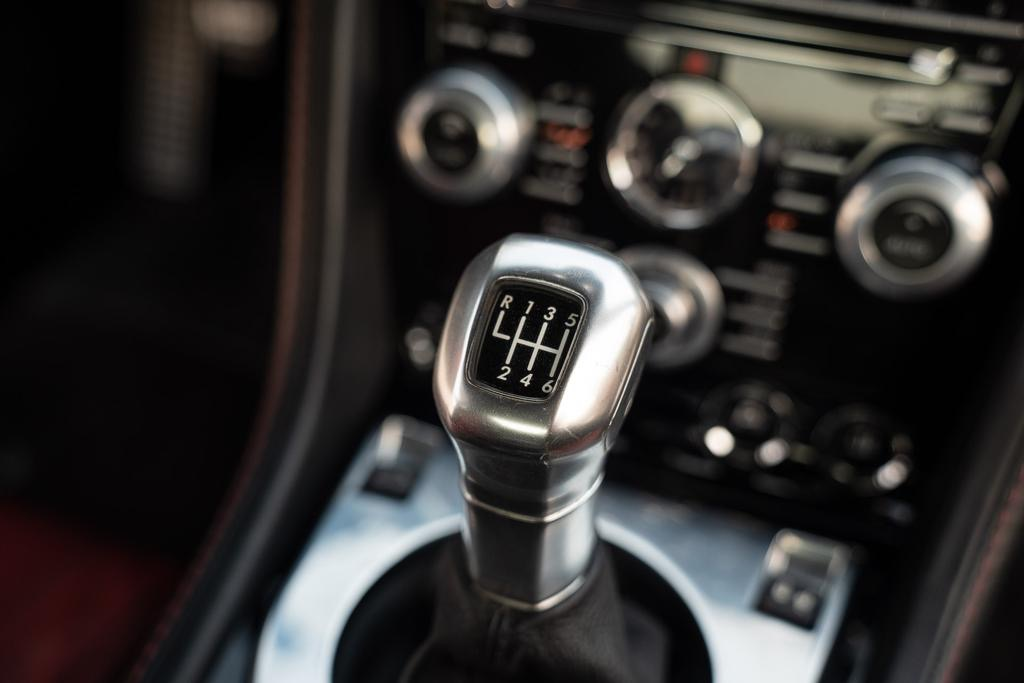 Aston Martin / V12 Vantage