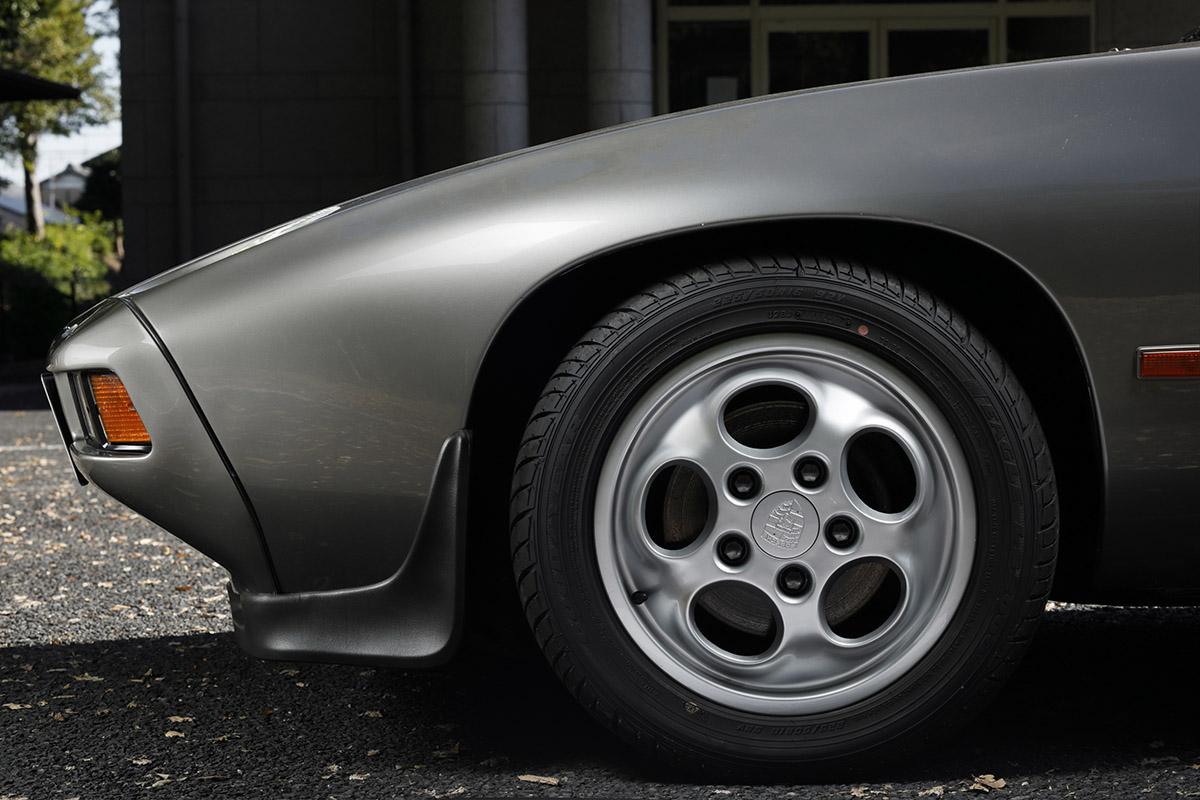 Porsche / 928